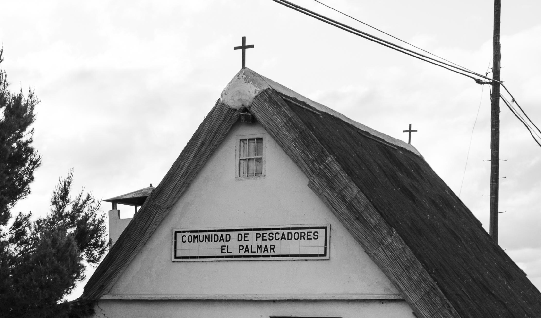 Detalle cruces de madera barraca en El Palmar