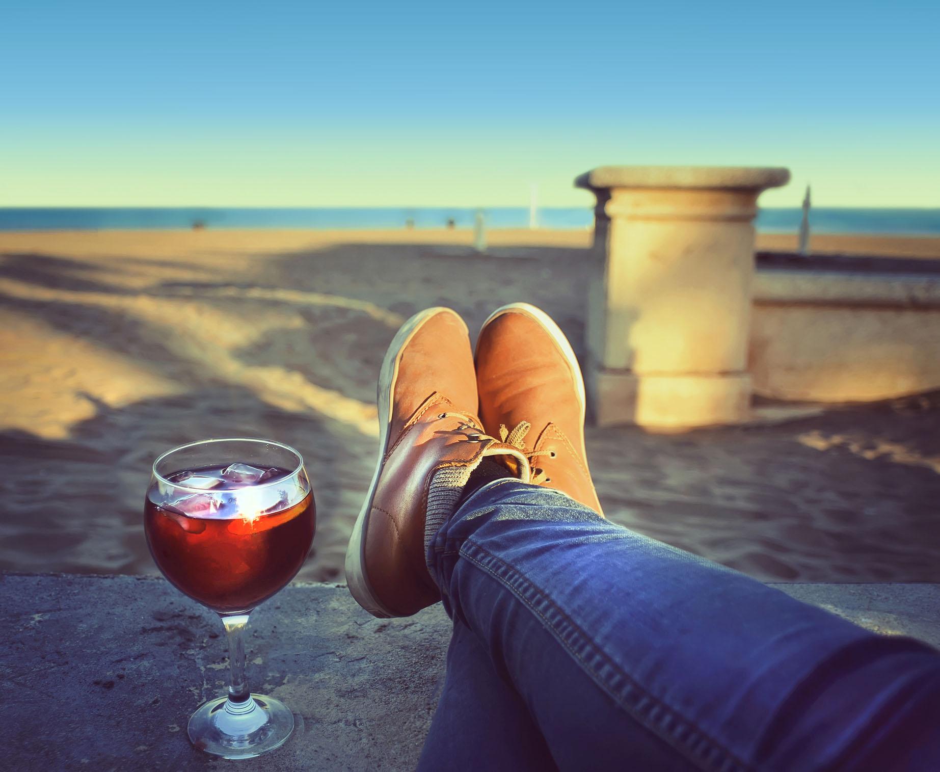 Persona relajada en playa