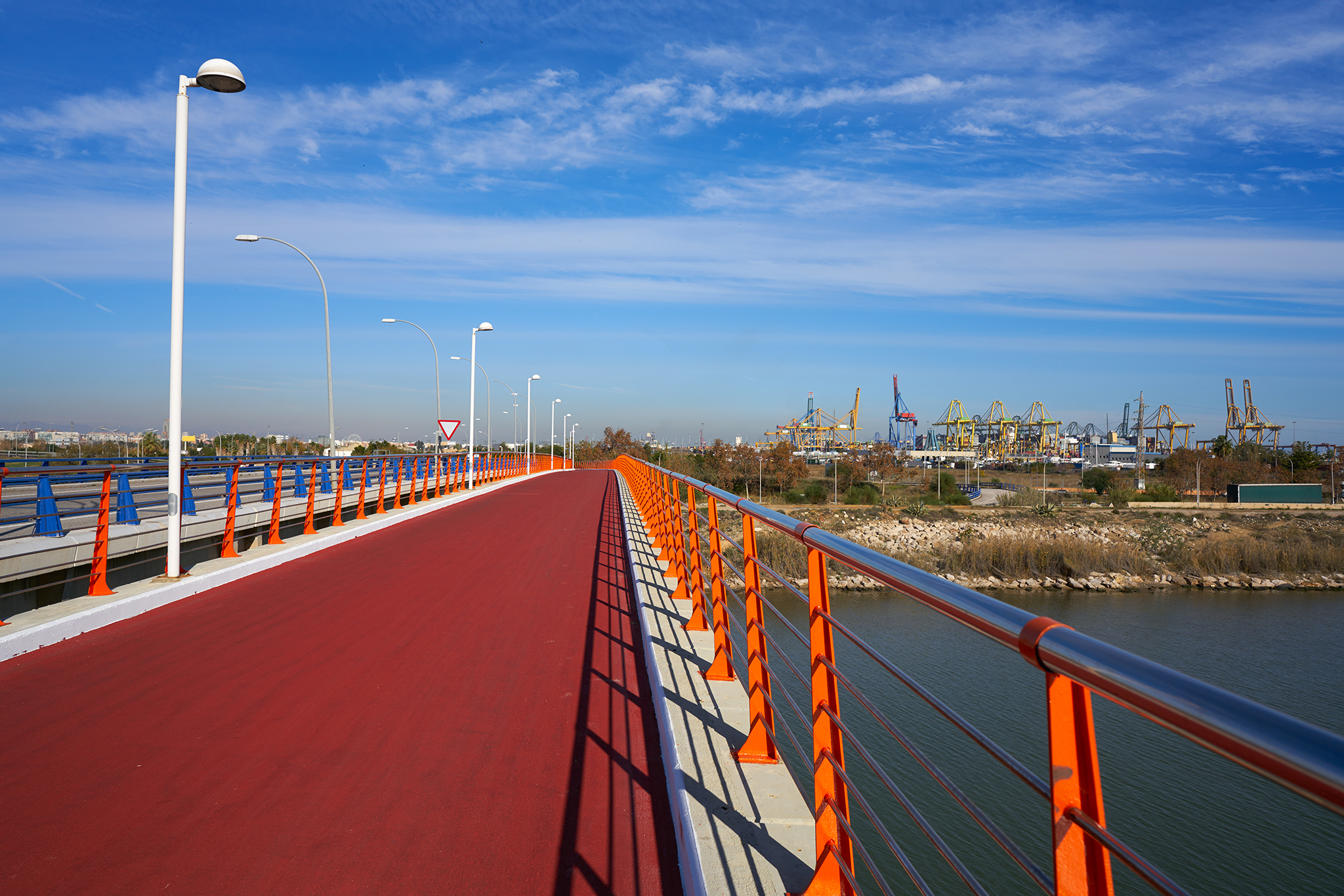 Puente que pasa el puerto de Pinedo